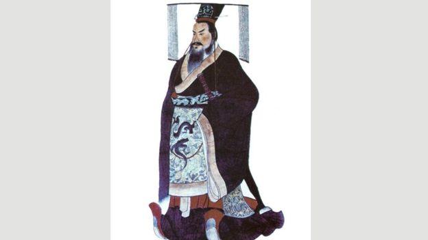 Qin Shi Huang, quien murió a la edad de 49 años en el año 210 a. C., unificó a China. WIKIPEDIA
