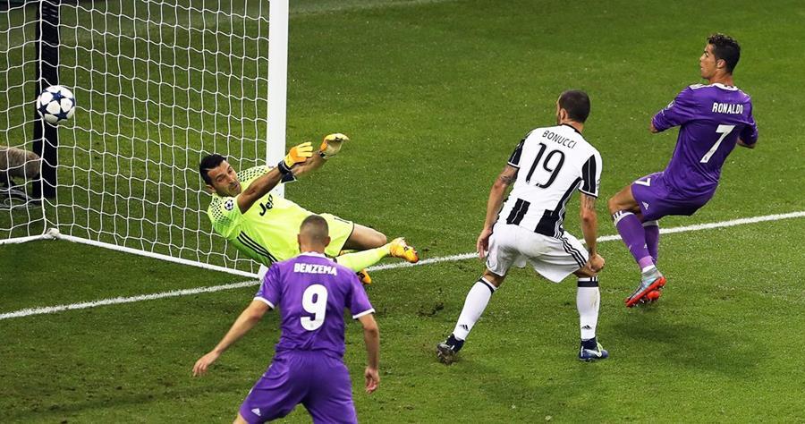 Cristiano Ronaldo vence a Gianluigi Buffon y anota el 3-1 del Real Madrid.