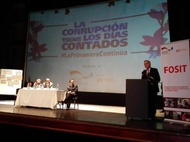 El comisionado Iván Velásquez durante su exposición en el foro De la Plaza a la Acción. (Foto Prensa Libre: Joel Suncar)