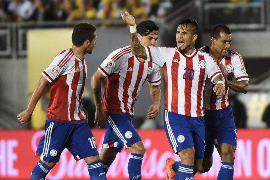 Así celebró Ayala el 2-1 que motivó a los paraguayos a irse por el empate.