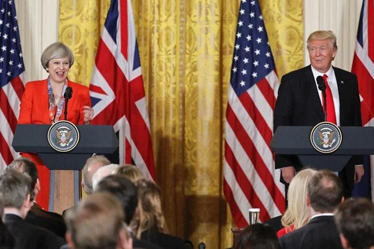 Theresa May (i) y Donald Trump (d) durante la conferencia conjunta que ofrecieron en la Casa Blanca. AP