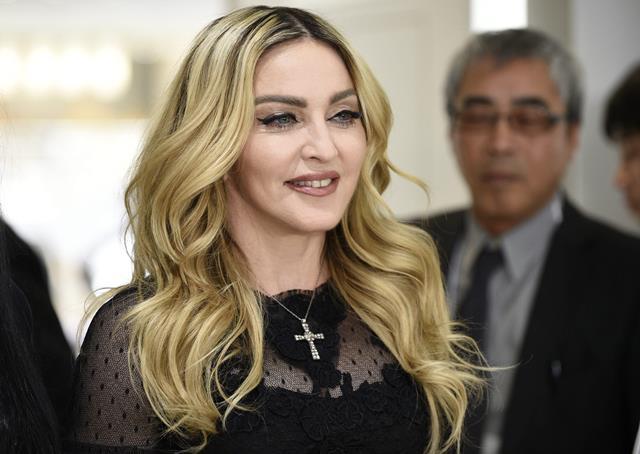 Madonna, considerada la reina del pop, de 58 años, tiene cuatro hijos. De ellos, dos son adoptados. (Foto Prensa Libre: EFE).