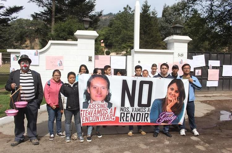 Varios sectores de la sociedad repudian el crimen  contra Gabriela Barrios, cuyo cuerpo fue localizado el 5 de febrero en el río Samalá, Quetzaltenango. (Foto Prensa Libre: María José Longo)