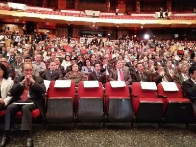 Los lugares reservados para el presidente Otto Pérez y la vicepresidenta Roxana Baldetti, vacíos durante el acto. (Foto Prensa Libre: E. Bercián)