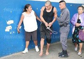 Al menos dos reos resultaron heridos por la explosión de una granada en la cárcel de Mazatenango, Suchitepéquez. (Foto Prensa Libre: Cristian Ico)