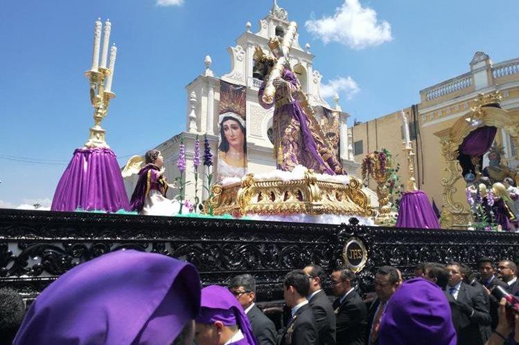 Procesión del Nazareno de Las Tres Gracias sale de la iglesia Beatas de Belén, en la zona 1. (Foto Prensa Libre: Oscar García).