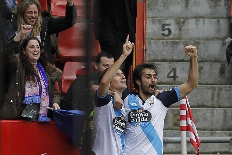 Pedro Mosquera celebra su gol frente al Sporting. (Foto Prensa Libre: EFE)