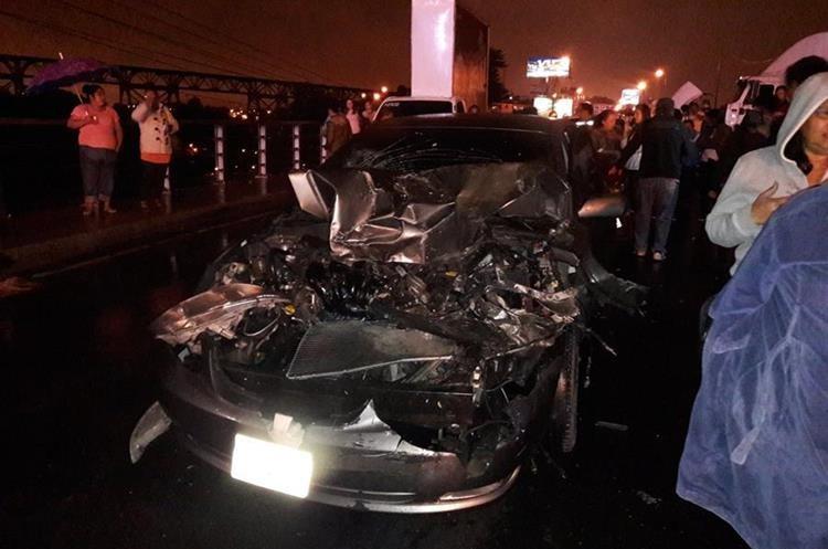 Uno de los vehículos involucrados en la colisión múltiple. (Foto: OttoGomez84)