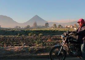 """<p>Motorista viaja muy abrigado, debido a los -3 grados centígrados que se registraron esta mañana en Quetzaltenango. (Foto Prensa Libre: Carlos Ventura)<br _mce_bogus=""""1""""></p>"""