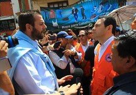 Presidente Jimmy Morales visitó Tacaná, San Marcos, donde prometió ayudar a los afectados por el terremoto. (Foto Prensa Libre: Álvaro Interiano)