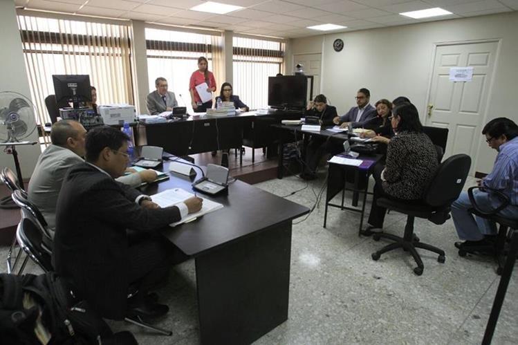 En audiencia comparece perito del Inacif por caso de incapacidad mental de Uri Roitman. (Foto Prensa Libre: Carlos Hernández Ovalle)