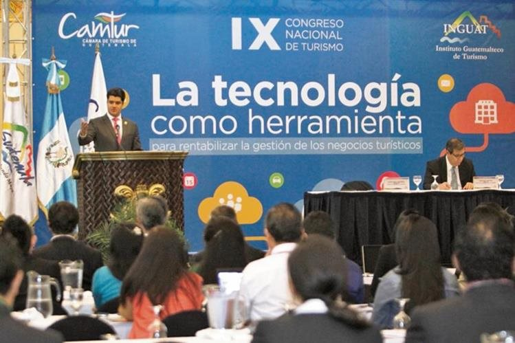Diego Díaz, presidente de Camtur, con Francisco Bonifaz y Maru Acevedo, director y subdirectora del Inguat, participan en el Noveno Congreso Nacional de Turismo.