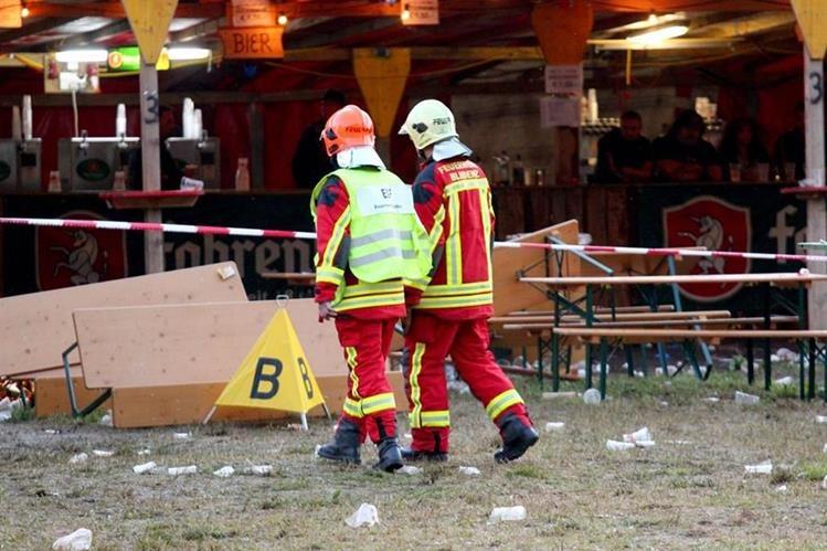 El hombre armado irrumpió en un concierto al aire libre en Austria. (Foto Prensa Libre: AFP).