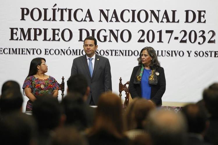 Presidente Jimmy Morales en la presentación de la Política Nacional de Empleo Digno. (Foto Prensa Libre: Paulo Raquec)