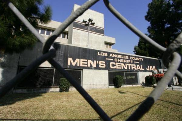<p>Los fiscales federales dijeron que Román tenía poder sobre 13 pandillas en el sur de Los Ángeles.</p>