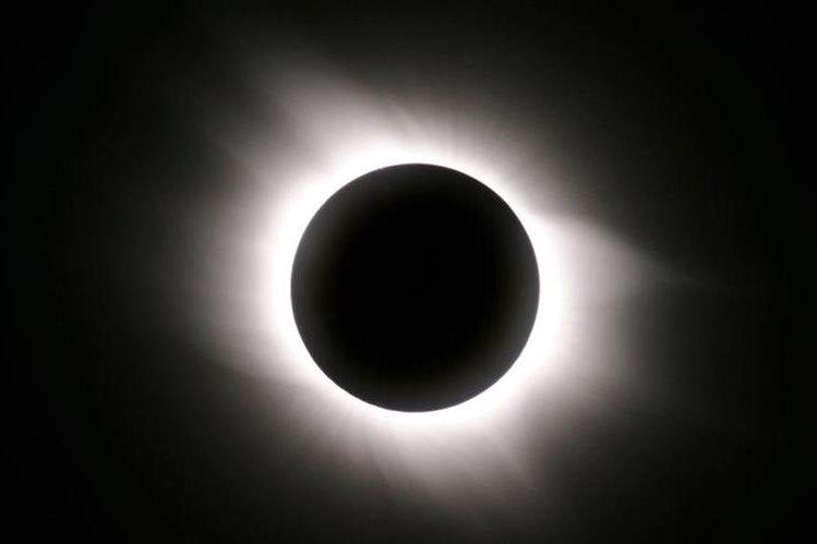 Muchas personas aún manifiestan su temor con suspersticiones relacionadas con un eclipse.