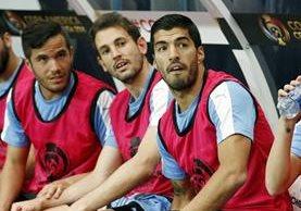 """Uruguay extraña a """"El Pistolero"""" en el ataque y aún no está listo para debutar. (Foto Prensa Libre: AP)"""