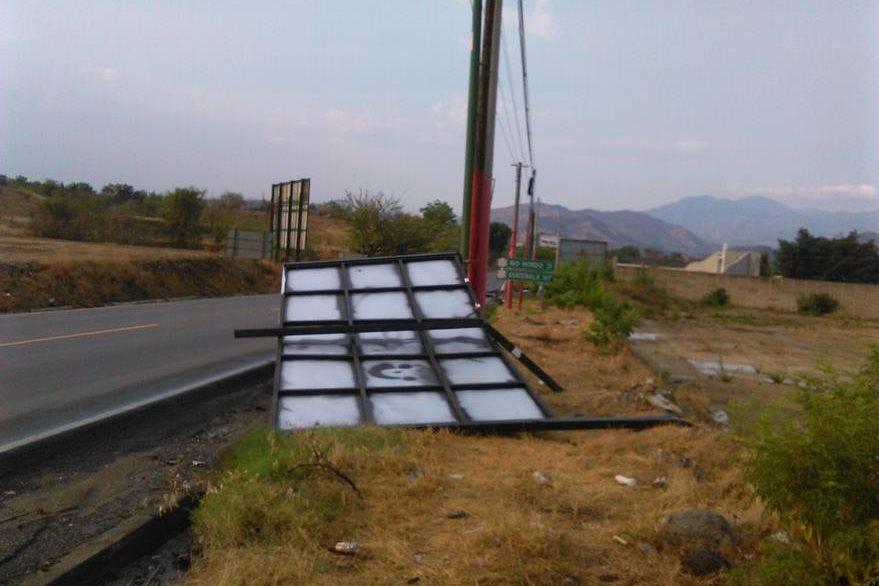 Valla derribada por el viento en Chiquimula. (Foto Prensa Libre: Edwin Paxtor).