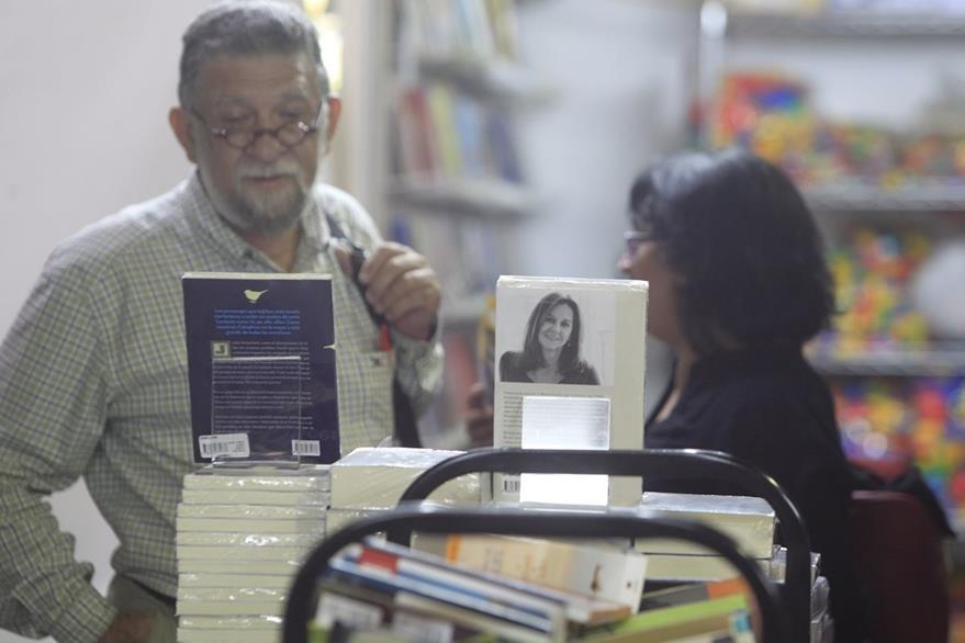 La Feria del Libro abre sus puertas a los amantes de la lectura. (Foto Prensa Libre: Edwin Bercián)