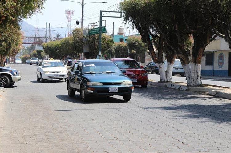 Los taxistas normalizaron el servicio en ambos municipios después de llegar a acuerdos con las autoridades. (Foto Prensa Libre: Whitmer Berrera)