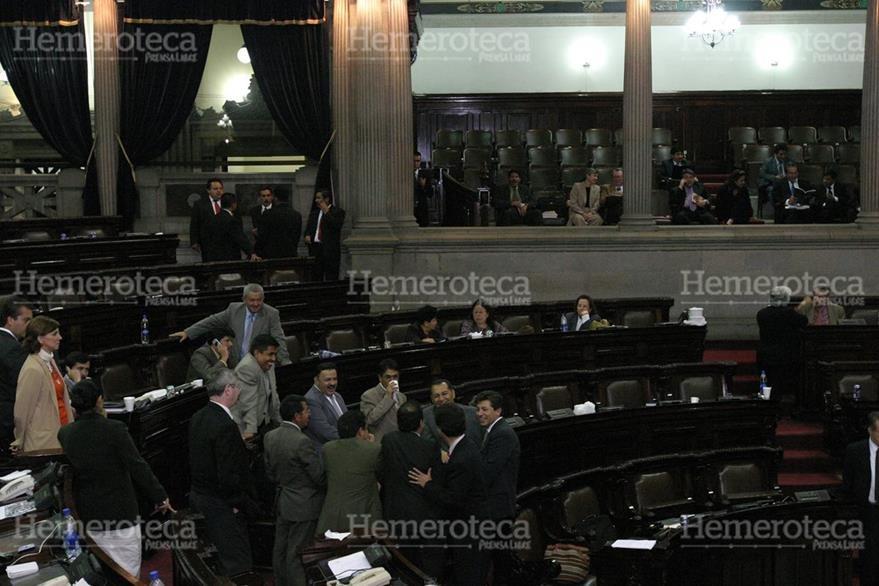 Típico corrillo parlamentario a finales del 2006. (Foto: Hemeroteca PL)