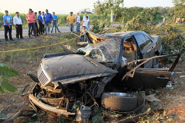 <p>Vecinos indican que este tipo de accidentes se registran constantemente en el sector. (Foto Prensa Libre: Enrique Paredes)</p>