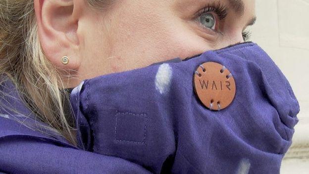 Wair es una bufanda inteligente pensada para ciclistas y peatones.