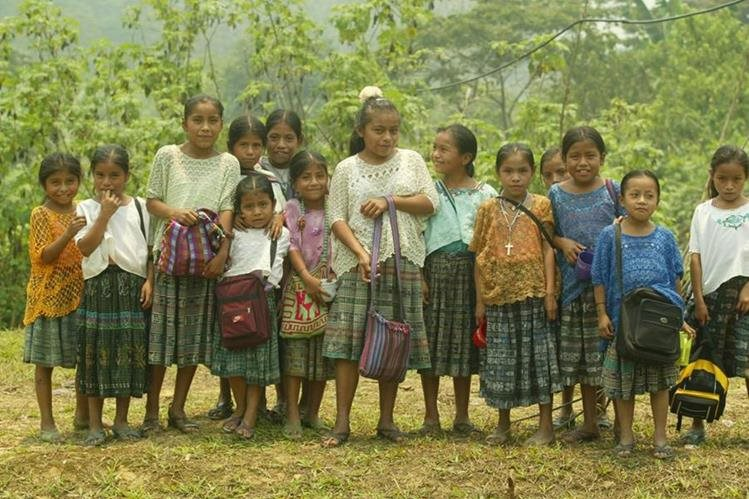 Las niñas y adolescentes en Alta Verapaz se enfrentan con muchas barreras para completar sus estudios. (Foto Prensa Libre: Antonio Jiménez)
