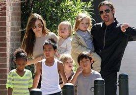 Angelina Jolie y Brad Pitt tienen seis hijos en común, tres adoptados y tres biológicos. (Foto Prensa Libre: Hemeroteca PL)