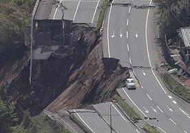 Japón es azotado por enjambre sísmico.