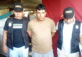 Héctor Leónidas Girón Alvarado es trasladado hacia un juzgado en Retalhuleu. (Foto Prensa Libre: PNC)