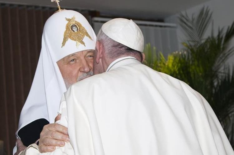 The head of the Russian Orthodox Church Patriarch  Kirill kisses Pope Francis as they meet at the Jose Marti aiport in Havana, Cuba, Friday, Feb. 12, 2016. This is the first-ever papal meeting with the head of the Russian Orthodox Church, a historic development in the 1,000-year schism within Christianity. (Ismael Francisco/Cubadebate via AP)
