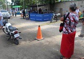 La mujer estaba en su puesto de comida frente al IGSS, cuando fue atacada. (Foto Prensa Libre. Dony Stewart)