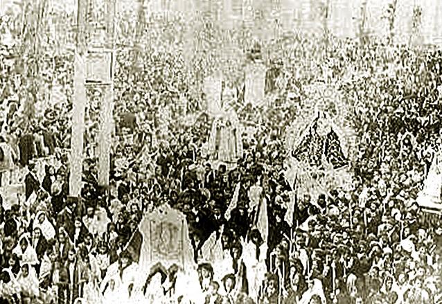 La Virgen del Rosario salió en procesión en el año 1908 por el primer centenario de su templo. (Foto: Hemeroteca PL)
