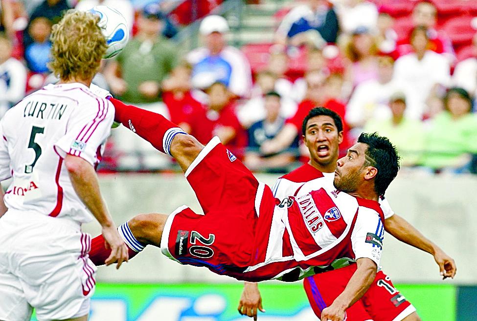 Carlos Humberto Ruiz consiguió su gol cien en la MLS con la elástica del FC Dallas (Foto Prensa Libre: Hemeroteca PL)