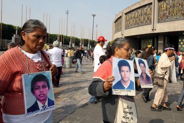 <p>Madres de inmigrantes desaparecidos llegan frente la Basílica de Guadalupe. (Foto Prensa Libre: EFE)</p>