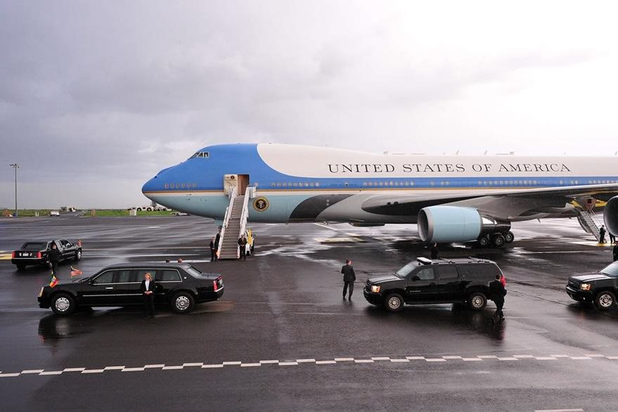 El Air Force One aterrizó este domingo en Etiopía. (Foto Prensa Libre: AFP).