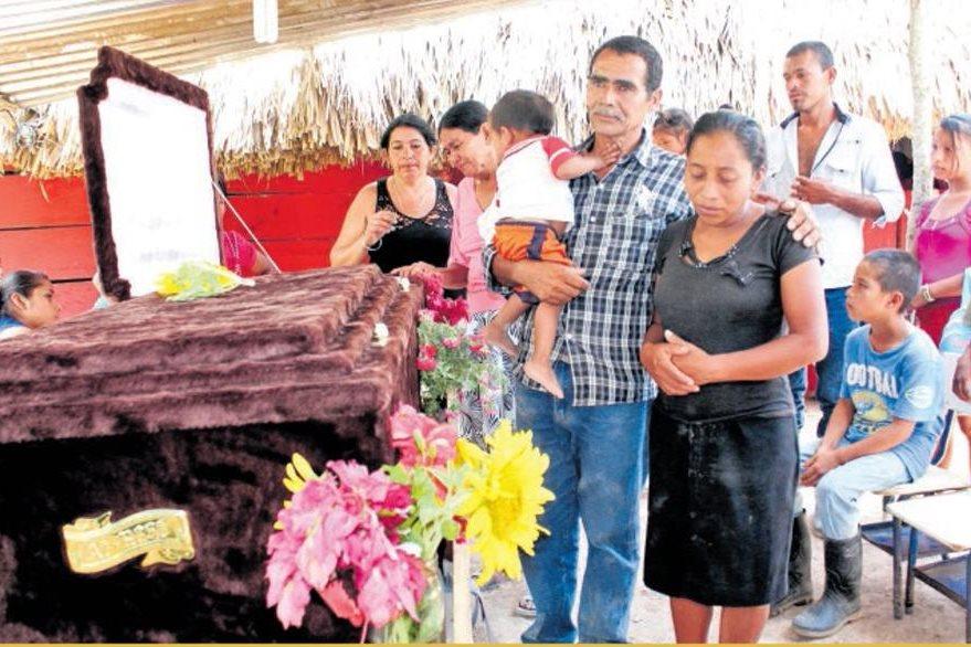 Familia Alvarado Ruano que abandonó zona de adyacencia por supuestas amenazas. (Foto: Hemeroteca PL)