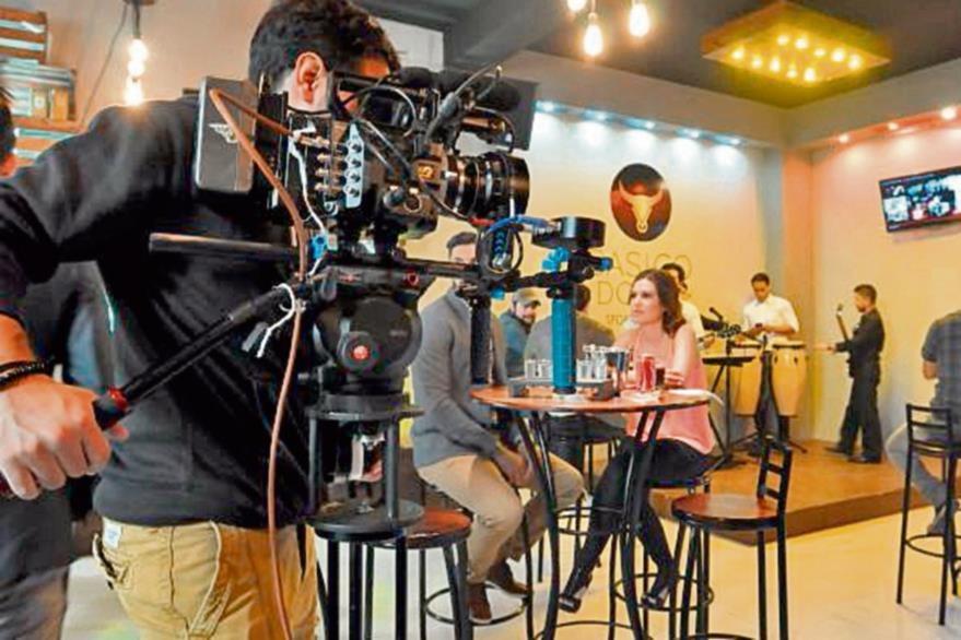Kenneth Müller  trabajó el video de la canción Hoy solo quiero brindar. (Foto Prensa Libre: Ana Lucía Ola)