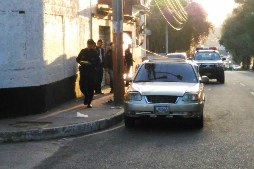 Un automovilista fue atacado a balazos en la colonia Justo Rufino Barrios. (Foto Prensa Libre: Estuardo Paredes)