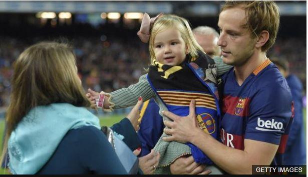 """A su hija no le gusta que otros jugadores marquen gol. """"Ella se enfada mucho"""", reconoció el futbolista."""