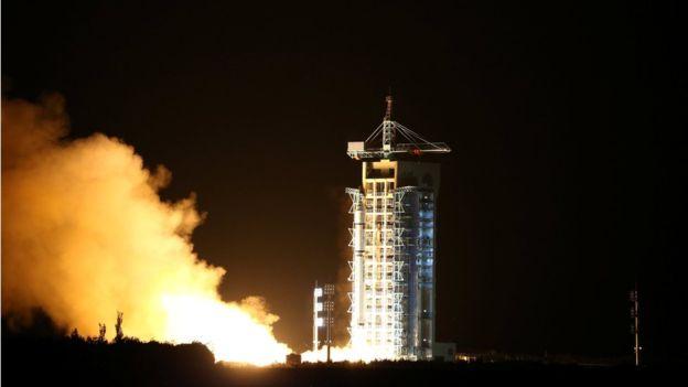 China lanzó un satélite de comunicación cuántica desde el desierto de Gobi en agosto de 2016. CHINA DAILY/REUTERS