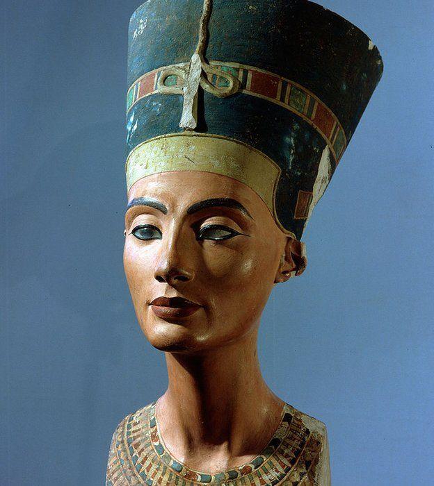 """Su belleza es legendaria pero también sus dotes de gobernante. Su nombre Neferu Atón Nefertiti significa """"Bondad de Atón, la bella ha llegado"""". GETTY IMAGES"""