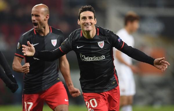 Aduriz festeja en una gran noche, en la que anotó doblete. (Foto Prensa Libre: AFP)