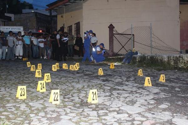 Las heridas por armas de fuego son las principales causa de muerte en el país, según el reporte del Inacif. (Foto Prensa Libre: Hemeroteca PL).