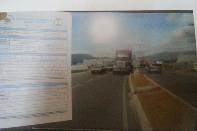 Multa impuesta por al PMTQ al piloto del tráiler captado en un video en el periférico de Xela. (Foto Prensa Libre: PMTQ)