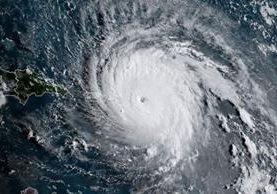 El huracán es tan potente que hasta lo registraron los sismógrafos en la región. AFP