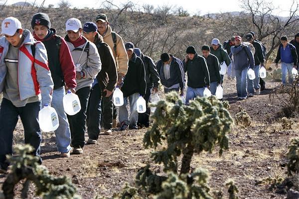 Muchos guatemaltecos cruzan de forma ilegal hacia Estados Unidos en busca de mejorar su economía. (Foto Prensa Libre: Hemeroteca PL).