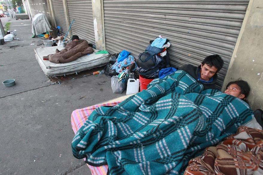 Marvin y María se conocieron en las calles y ahora esperan un hijo, a quien quieren cuidar. (Foto Prensa Libre: Estuardo Paredes)