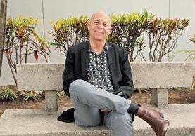 El escritor guatemalteco David Unger escudriña detalles del conflicto armado en Guatemala y su relación con la clase media alta.
